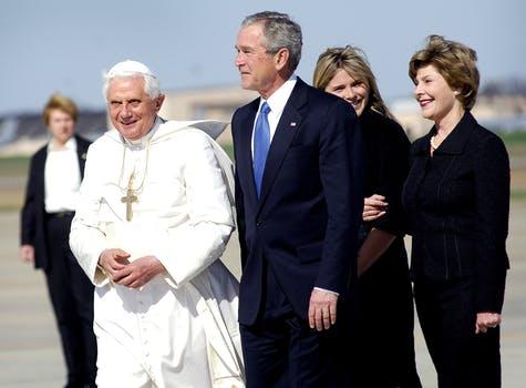 pope-benedict-xvi-president-george-bush-laura-bush-andrews-afb-70550